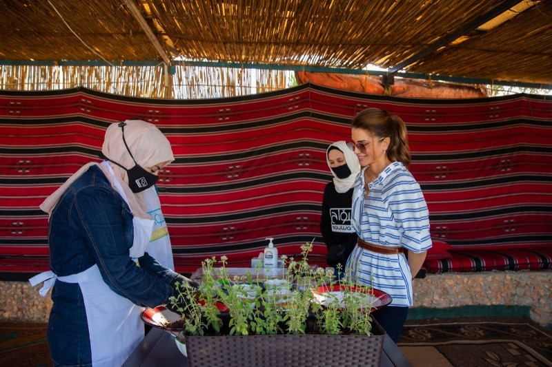 Royal visit sustainable initiatives in tourism industry- Queen Rania - 2 women in islamic dress- >Governorate of Aijloun, Jordan 2020 - Politics of Images - Blog for Visuals in Politics - Student Project Humboldt University Berlin
